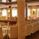 Galeria w restauracji Spotkania przy winie Łaźnie tropików Małpi gaj w Hotelu 3 Światy Gliwice