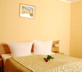 łóżka w Hotelu Trzy Światy w Gliwicach